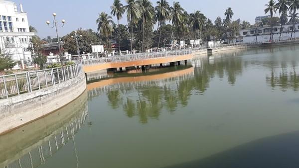 Shat Gambuj Mosque ghora dighi
